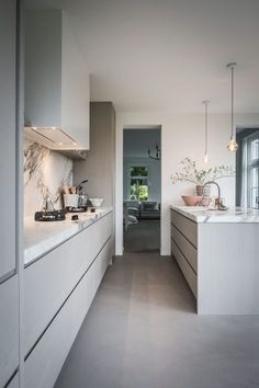 Kitchen Colors, Kitchen Decor, Kitchen Tools Design, Contemporary Kitchen, Kitchen Remodel, Modern Kitchen, Home Kitchens, Contemporary Grey Kitchen, Kitchen Design