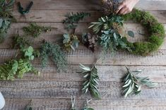 How to Make a Green Christmas Wreath Christmas Wreaths To Make, Christmas Door, Green Christmas, Christmas Signs, How To Make Wreaths, Christmas Decorations, Holiday Decor, Christmas Ideas, Eucalyptus Wreath