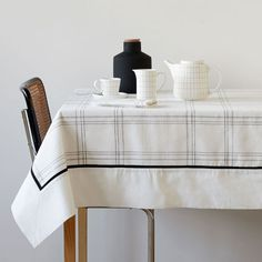 Image of the product Checked cotton and linen napkins and tablecloth