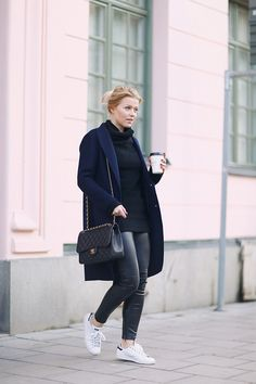 Linda Juhola. Long blue FewModa coat, black knit from Zaful, H&M pants and white Adidas sneakers