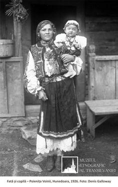 Folk Costume, Costumes, City People, Romania, Folk Art, The Past, Textiles, Moldova, Traditional
