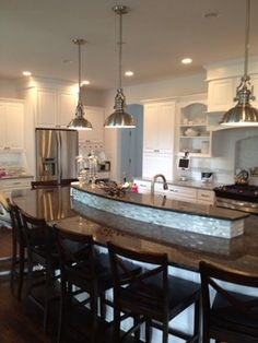 Awesome yet functional kitchen island design ideas 36 Raised Kitchen Island, Kitchen Island With Granite Top, Outdoor Kitchen Countertops, Granite Countertop, Kitchen Counters, Kitchen Islands, Kitchen Flooring, Traditional Kitchen Cabinets, Kitchen Cabinetry