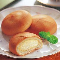 Manju 饅頭 steam bun with a filling of sweet azuki beans.