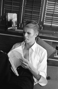 David Bowie reading 'The Man Who Fell to Earth' script in his dressing room, 1975. Photo by Steve Schapiro.