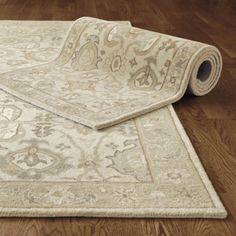 Neutral tone rug that makes a statement without drawing eye down