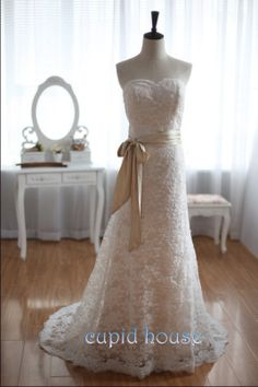 Simple Long Sweetheart Lace Wedding Dress Backless White Ivory Cheap Champagne Sash Floor-length Lace Bridal Dress Wedding Gown 2014