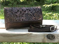 "Leather Crossbody Wallet ""Classica"" by ALLE Hand-Tooled Leather more Colors Crossbody Wallet, Leather Crossbody, Leather Tooling, Tooled Leather, 5 D, Continental Wallet, Floral Design, Handbags, Purses"