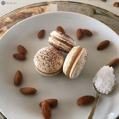 Ich liebe Macarons. Den Anfang machen diese Woche Macarons gefüllt mit gesalzenem Karamell. Gut angekommen sind diese Macarons bei allemal.