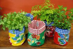oilcloth nesting pots can be used to grow herbs. Fabric Crafts, Diy Crafts, Pots, Sewing Baskets, Couture Sewing, Growing Herbs, Small Storage, Craft Sale, Cloth Bags