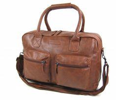 6c12144fadf Deze zeer robuste cowboylook tas heeft ruim plaats voor al uw spullen,  zowel tijdens uw vrije tijd als wanneer u naar school of kantoor gaat.