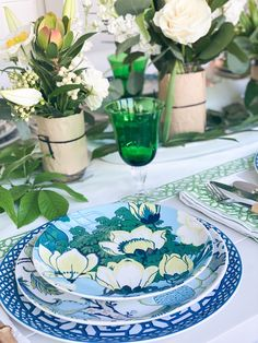 Williams Sonoma table. Schumacher Table. Peacock table. Floral table. Summer theme table Summer Party Themes, Party Ideas, Blue And White China, Party Entertainment, Floral Motif, Flower Vases, Tablescapes, Schumacher, Williams Sonoma