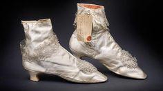 Subastadas unas botas de la emperatriz #Sissi por 75.000 euros en #Viena http://www.abc.es/cultura/20150508/abci-botas-emperatriz-sisi-subasta-201505081058.html… #sigloXIX #moda