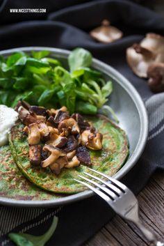 Gesunde Dinkel-Spinat-Pfannkuchen mit Shiitake-Pilzen