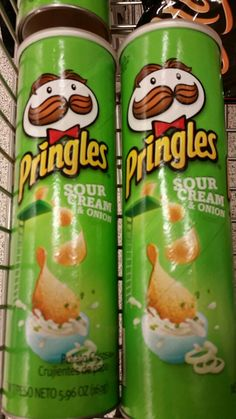 Pringles sour cream and onion vegetarian and halal verified 1 Vegetarian Recipes, Snack Recipes, Snacks, Pringle Flavors, Hamburger Pizza, Sour Cream And Onion, Diy Headband, Candy Bags, Slumber Parties