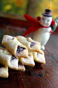 Ukranian Christmas - Strawberry Jam Kolaches Use less than tsp of jam , pinch very tightly to deal edges. Just Desserts, Delicious Desserts, Yummy Food, Cookie Recipes, Cookie Desserts, Dessert Recipes, Fruit Cookies, Holiday Baking, Christmas Baking
