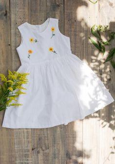 Baby Girl Dresses Diy, Baby Girl Dress Patterns, Baby Dress, Girls Dresses, Kids Outfits Girls, Girl Outfits, Frocks For Girls, Linen Dresses, Flower Dresses