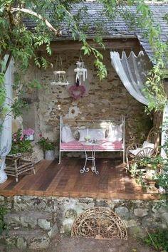 Patio Shabby Chic, Shabby Chic Terrasse, Outdoor Rooms, Outdoor Gardens, Outdoor Living, Outdoor Decor, Garden Cottage, Home And Garden, Garden Nook