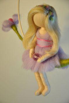 Móvil de fieltro muñeca Waldorf aguja inspirado: el por MagicWool