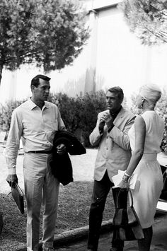 Marcello Geppetti Rock Hudson and Cary Grant at Cinecittà, June 1961 Old Hollywood Stars, Golden Age Of Hollywood, Classic Hollywood, Hollywood Men, Vintage Hollywood, Cary Grant, Iconic Movies, Classic Movies, La Confidential