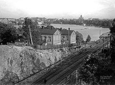 Kaupunginmuseo on laittanut Signe Branderin runsaan sadan vuoden takaiset Helsinki-kuvat nettiin katsottavaksi. Valokuvaaja Pete Aarre-Ahtio kävi ikuistamassa samat maisemat nyt.