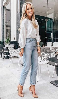 great+spring+outfit_white+blouse+++mom+jeans+++nude+heels A clever edit of stylish and street smart denim jeans. Spring Outfit Women, Spring Outfits, Trendy Outfits, Cute Outfits, Fashion Outfits, Heels Outfits, Jean Outfits, Casual Heels Outfit, Semi Casual Outfit Women