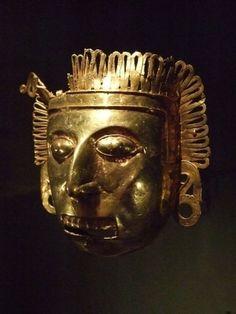 Ornement pectoral en or créé par les Mixtecs, l'une des civilisations précolombiennes contemporaines des Aztèques