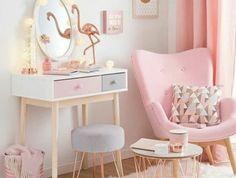 chambre rose et gris, canapé, rideau rose, tapis blanc, table en cuivre, coiffeuse blanc, gris et rose, deco chambre cocooning