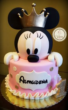 Minnie princess pink and gold cake! ❤️ / Torta princesa minnie en rosa y dorado Bolo Do Mickey Mouse, Bolo Minnie, Minnie Mouse Birthday Cakes, Mickey Cakes, Birthday Cake Girls, Birthday Cupcakes, Pink Minnie, Mickey And Minnie Cake, Disney Mickey