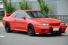 Rare Super Red GTR with some nice Alcon brakes to help pull up the it is packing under the bonnet from a 2015 Nissan Gtr, Nissan R32, Nissan Skyline Gtr R32, R32 Skyline, Renault Nissan, Tuner Cars, Jdm Cars, Yokohama, R33 Gtr