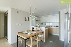 한샘ik : 토탈 홈인테리어 리모델링의 모든 것 Kitchen Sets, Open Kitchen, Kitchen Dining, Kitchen Cabinets, Dining Room, Condo Design, House Design, Muji Home, Interior Architecture