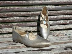 Piel de serpiente metalizada... una delicia!  #luperamos #zapatospersonalizados #hechosamano #bridge www.luperamos.com luperamos@luperamos.com 677818278