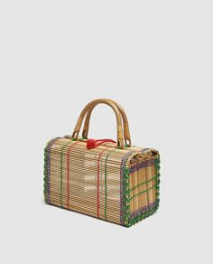 Straw Bag Ideas To Complement Your Summer Look 17 Sacs Design, See By Chloé, Leather Box, Unique Purses, Day Bag, Summer Bags, Market Bag, Knitted Bags, Clutch Bag