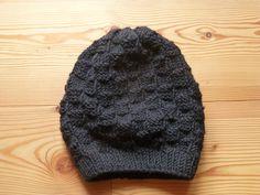 www.gluecksfrosch.de schwarze Beanie, handgestrickte Mütze aus hochwertiger Wolle.