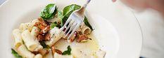 Makaron z kurkami, kozim serem i bazylią