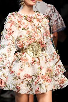 Dolce & Gabbana Spring 2014 RTW - Details - Fashion Week - Runway, Fashion Shows and Collections - Vogue