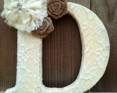 Distressed painted letter with lace and by TinyTotsNurseryDecor 💋💋another fav letter 💋💋 Floral Letters, Diy Letters, Painted Letters, Wood Letters, Nursery Letters, Cute Crafts, Diy And Crafts, Arts And Crafts, Image Pinterest
