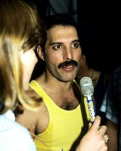 """fuckyeahmercury: """"Freddie Mercury backstage at the Live Aid event – July 1985 Photos taken by Alan Davidson """" Mary Austin Freddie Mercury, Queen Freddie Mercury, Artist Film, Live Aid, Roger Taylor, Recorder Music, Somebody To Love, Queen Band, Brian May"""