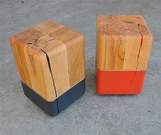 Une table zig zag Il manque une pièce à cette table pour qu'elle constitue un cube mais la forme se reconnaît tout de même. On l'appelle la table zig zag et son design est à la fois simple, pratique et intéressant. Les parties inférieures peuvent accueillir quelques magazines tandis que le plateau est fait pour les objets décoratifs.       Des luminaires en cube Lux W1: un système d'éclairage mural qui utilise des cubes pour projeter des éclairages triangulaires sur les murs. Les cubes en…
