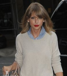 She's a notorious baker: Taylor Swift was spotted arriving home after spending the afternoon shopping at upscale gourmet grocery store Dean & DeLuca on Friday