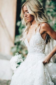 White bride dresses. Brides think of finding the ideal wedding, but for this they require the perfect wedding outfit, with the bridesmaid's outfits complimenting the wedding brides dress. These are a number of suggestions on wedding dresses.