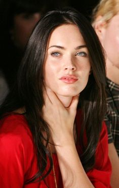 Megan Fox In Red Makeup With Straight Hair Megan Fox Sexy, Megan Fox Fotos, Style Megan Fox, Megan Denise Fox, Megan Fox Pictures, Winter Typ, Jennifer's Body, Clear Winter, Fair Skin