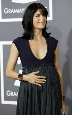 selma_blair_pregnant_red_carpet