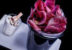 Esse chips de batata-doce roxa com molho picante acelera o metabolismo