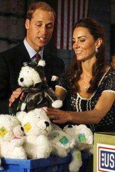 En juillet 2011, Kate et William participent à une cérémonie en l'honneur des vétérans militaires américains sans emploi.