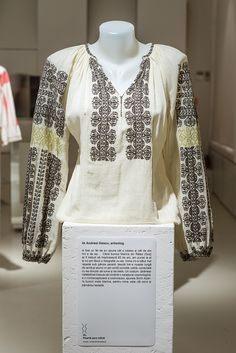 ro wp-content uploads A. Folk Embroidery, Ethnic Dress, Folk Fashion, Rococo, Traditional Outfits, Textiles, Costumes, Popular, Clothing
