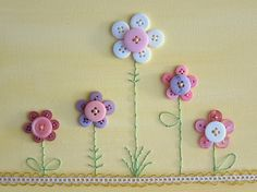 Button crafts - flower crafts with buttons Button Canvas, Button Art, Button Crafts, Hand Embroidery Designs, Embroidery Stitches, Embroidery Patterns, Sewing Patterns, Diy And Crafts, Arts And Crafts
