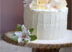 Stump cake stand, rough cake edges, flowers
