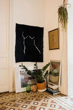 black and white wall weaving in barcelona home of designer paloma lanna. / sfgirlbybay