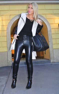 #fashion Skin Tight Leggings, Chic Outfits, Casual Chic, Dress To Impress, Leather Pants, Sexy Women, Tights, Street Style, Street Fashion