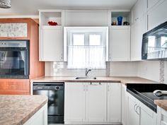 On épure avec des lignes droites. Kitchen Cabinets, Design, Home Decor, Straight Lines, Decoration Home, Room Decor, Kitchen Cupboards, Interior Design, Design Comics